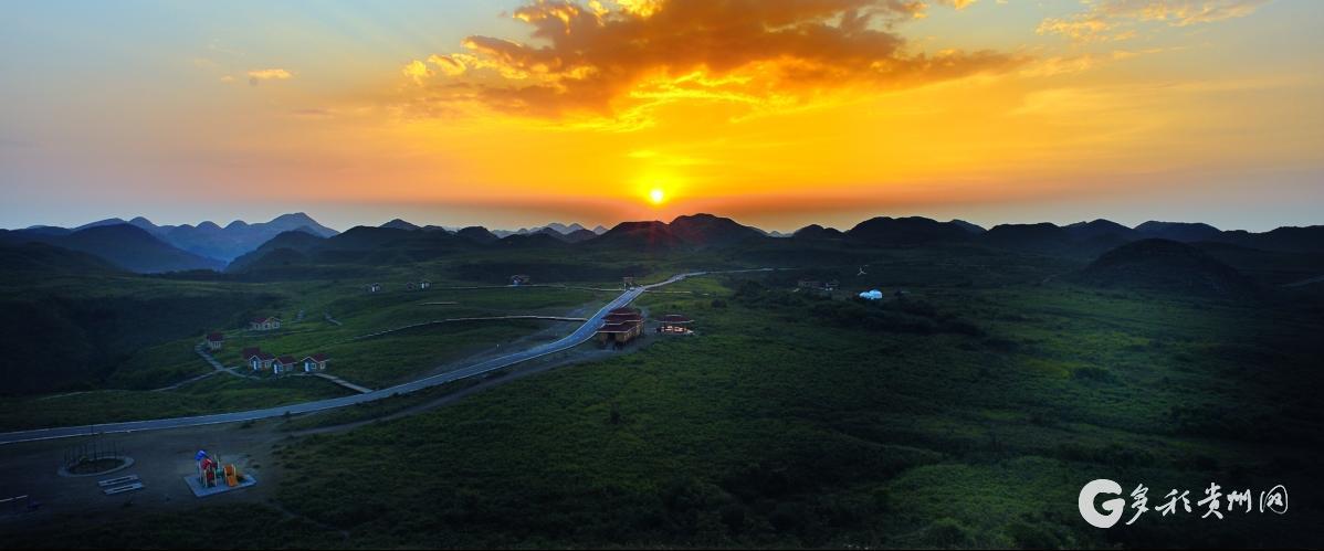 百里杜鹃大草原日出 代永平
